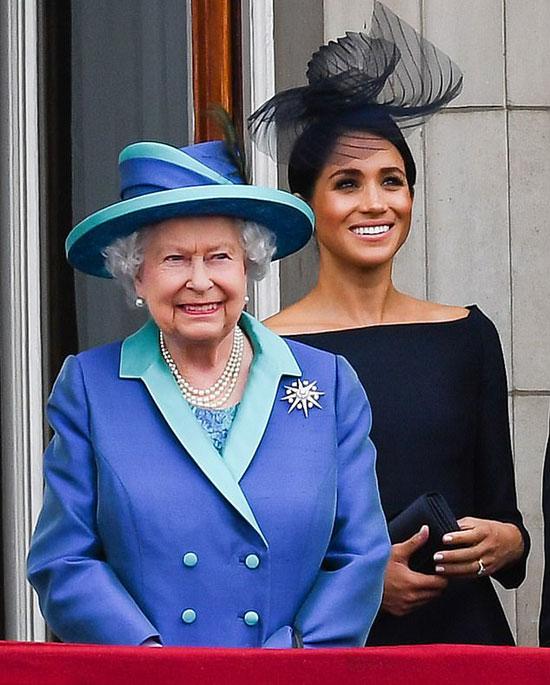 Nữ hoàng và Meghan trên ban công Điện Buckingham năm 2018. Ảnh: PA.
