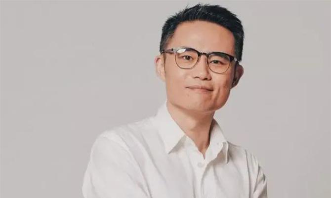 Zhou Xuanyi, giáo sư tại Đại học Vũ Hán, người bị tố qua lại với nhiều phụ nữ cùng lúc. Ảnh: Weibo.