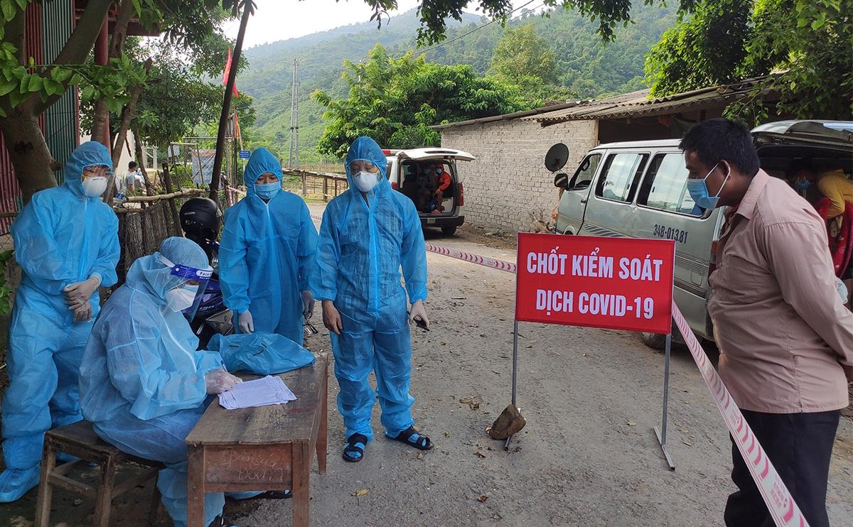 Chốt kiểm soát Covid-19 ở xã Lượng Minh (huyện Tương Dương). Ảnh: Phương Linh