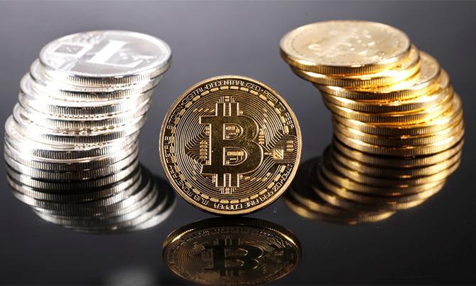 Biểu tượng của đồng tiền số Bitcoin. Ảnh: Bloomberg.