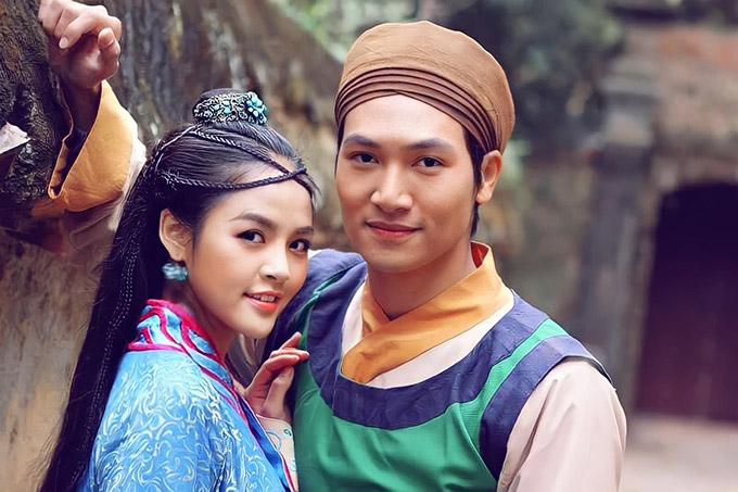 Diễn viên Thu Quỳnh và Mạnh Trường tình tứ trong tạo hình cổ trang. Cả hai đang nhận được nhiều chú ý trong phim Hương vị tình thân.
