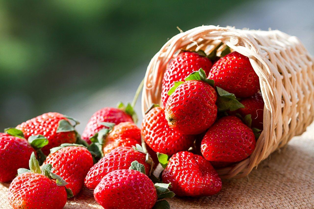 Tăng cường bổ sung thực phẩm chống oxy hoá giúp làm đẹp da từ bên trong.
