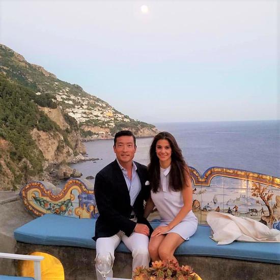 Hoa hậu Regina Turner đăng tải bức ảnh du lịch Pháp cùng chồng triệu phú trên Instagram. Ảnh: Instagram.