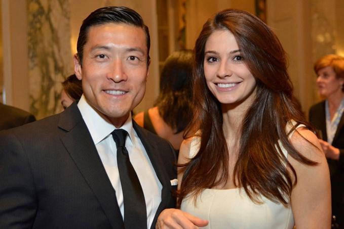 Hoa hậu bang Connecticut 2011 Regina Turner và bác sĩ Han Jo Kim trong một bữa tiệc năm 2015. Ảnh: NYP.