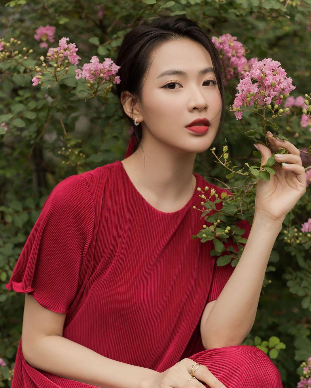 Nguyễn Minh Trang, sinh năm 1995 được khán giả biết đến qua những phim nhưTình khúc Bạch Dương, Bạch mã hoàng tử,Chọc tức vợ yêu ... Gần đây, cô đảm nhận vai Trúc - một cô nàng tiểu thư nhà giàu, cô đơn, yếu đuối và lụy tình trong phim Cây táo nở hoa.