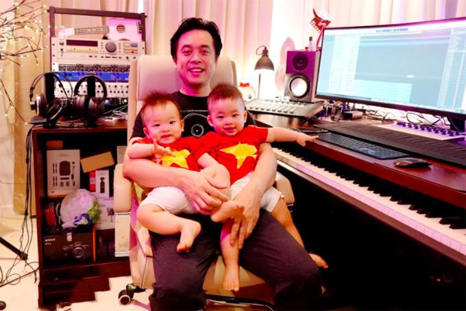 Nhạc sĩ Dương Khắc Linh vừa trông con vừa sáng tác ca khúc cổ vũ chống Covid-19.