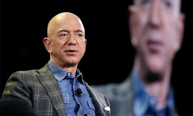 Người giàu nhất thế giới Jeff Bezos. Ảnh: AP.