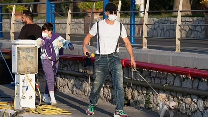 Orlando Bloom và con trai Flynn ở Capri.