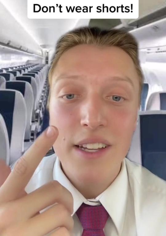 Ít ngày trước, một video TikTok của tiếp viên hàng không Tommy Cimato gây chú ý nhờ nội dung đề cập đến năm điều mà tất cả du khách cần biết trước khi lên máy bay. Trong đó, anh cảnh báo mọi người về nguy cơ tiềm ẩn của việc mặc quần short.