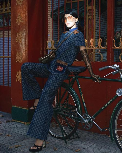 Chiều cao lý tưởng của Tiểu Vy giúp set đồ Gucci trở nên đẹp và mang giá trị thẩm mỹ cao.