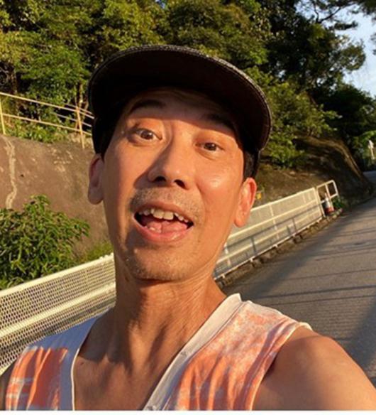 Đạt Minh ngày ngày chạy bộ, rèn luyện thể lực.