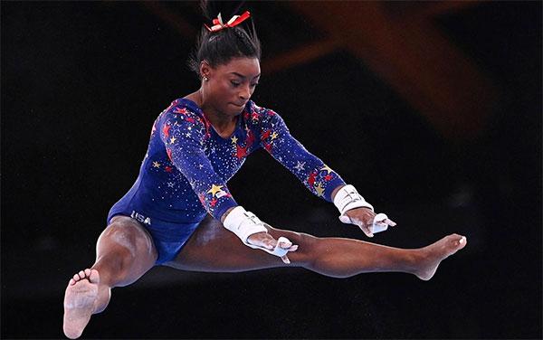 Simone Biles được kỳ vọng tiếp tục tỏa sáng ở Olympic Tokyo sau thành công ở Rio 2016 nhưng cô đã rút lui ở hầu hết các nội dung vì sức khỏe tinh thần không đảm bảo. Ảnh: Reuters.
