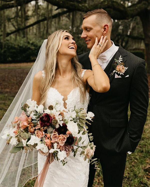 Caeleb Dressel và vợ trong ngày cưới hôm 13/2. Ảnh: Instagram.