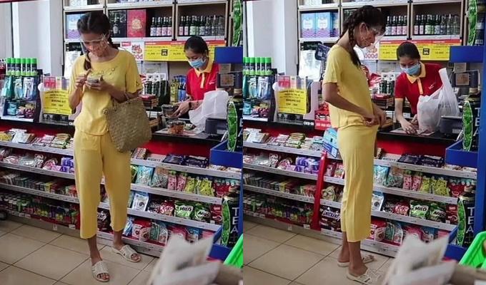 Hình ảnh của Minh Tú khi đi siêu thị do team qua đường chụp lén.