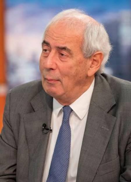 Nhà viết tiểu sử hoàng gia Tom Bower. Ảnh: Rex.