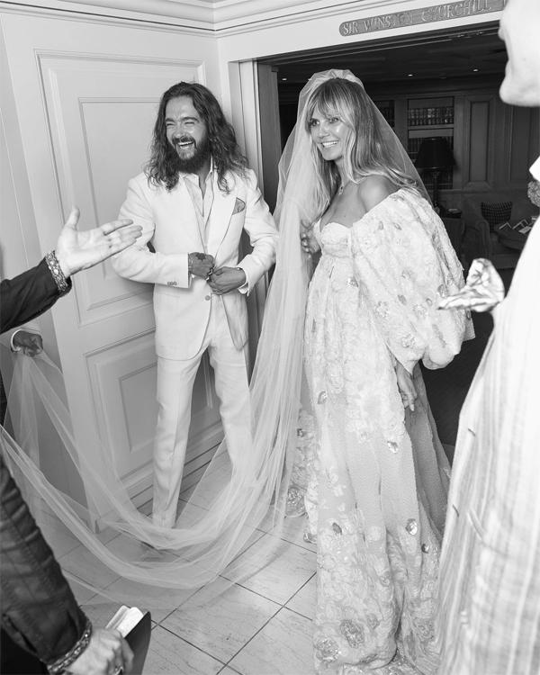 Khoảnh khắc hạnh phúc của cặp sao trước lễ thành hôn trên du thuyền ở Capri, Italy hè 2019.