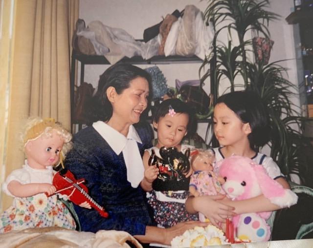 Mẹ của Giáng My rất yêu thương, nuông chiều cháu gái cưng.