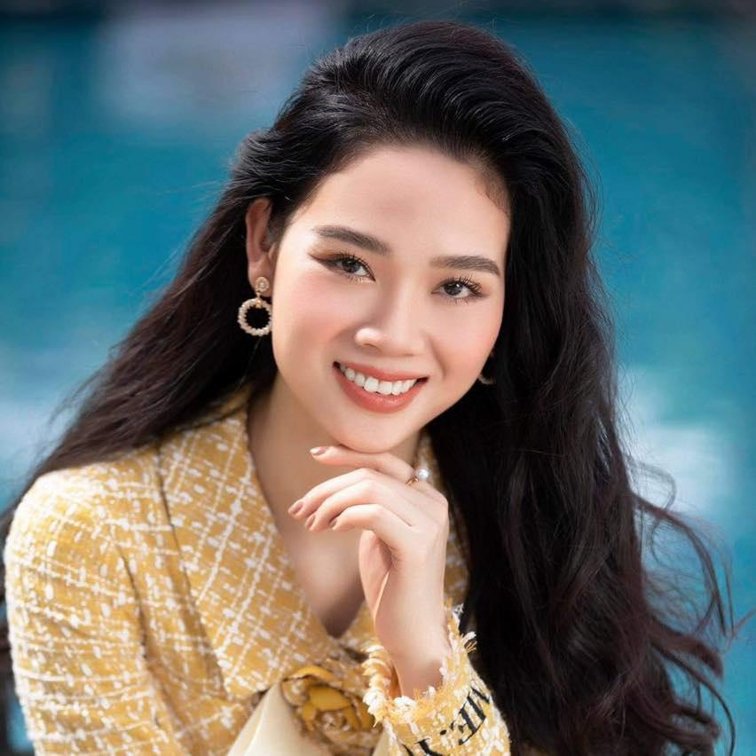 Hoa hậu Việt Nam 2002 hạn chế xuất hiện trước công chúng. Thỉnh thoảng, cô nhận lời chụp ảnh thời trang vì mối quan hệ thân thiết.