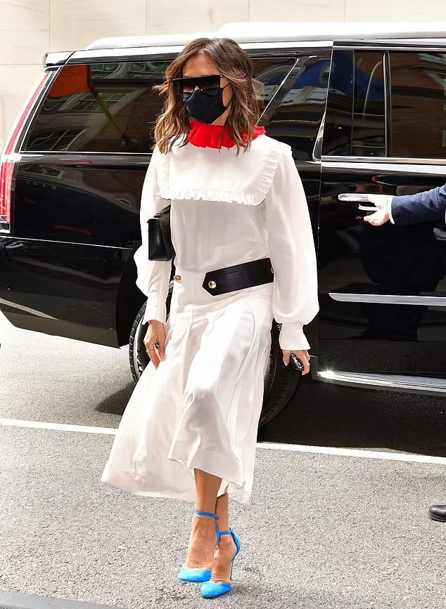 Victoria Beckham kiêu kỳ xuất hiện trên đường phố New York.