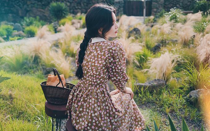 Những kiểu đầm classic với phần tay bồng điệu đà, chiết eo tinh tế thường mang lại hình ảnh thanh lịch cho các cô nàng chuộng style tiểu thư.