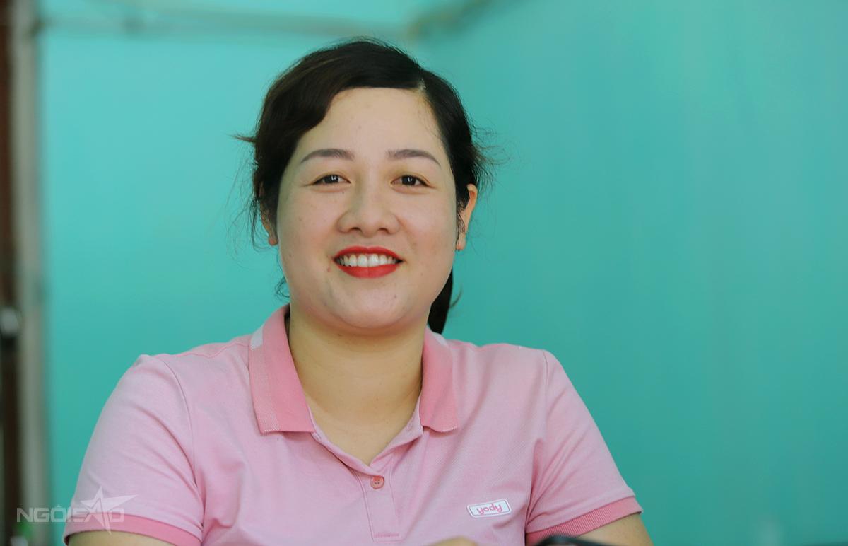 Chị Thiều Thị Ba, nhân viên Quỹ tín dụng nhân dân Phong Bắc Trung. Ảnh: Hùng Lê
