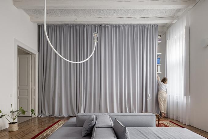 Khi nhận công trình, nhóm kiến trúc sư muốn tạo nên không gian thật nổi bật và phù hợp với mong muốn chủ nhà. Toàn bộ các gian phòng đều có sự thoáng khí, có thể tạo sự kết nối và giúp mọi người dễ nhìn thấy nhau.