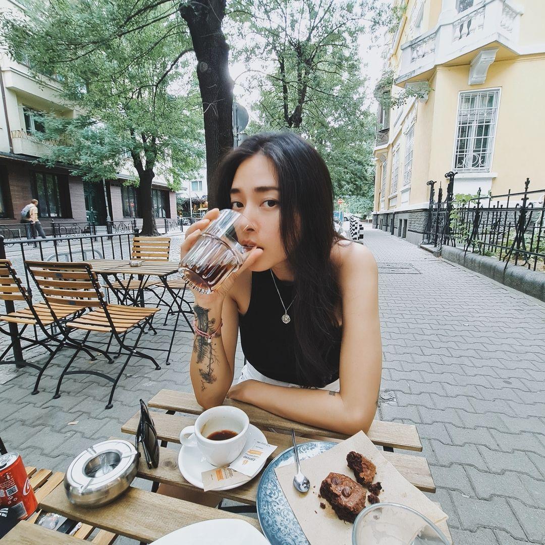 Ngô Thanh Vân bị chỉ trích vì khoe ảnh check in cà phê với tình trẻ - 4