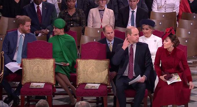 Nhà Sussex và nàh Cambridge ngồi tách biệt, không nói chuyện với nhau trong sự kiện ở Tu viện Westminster hôm 9/3/2020. Ảnh: BBC.