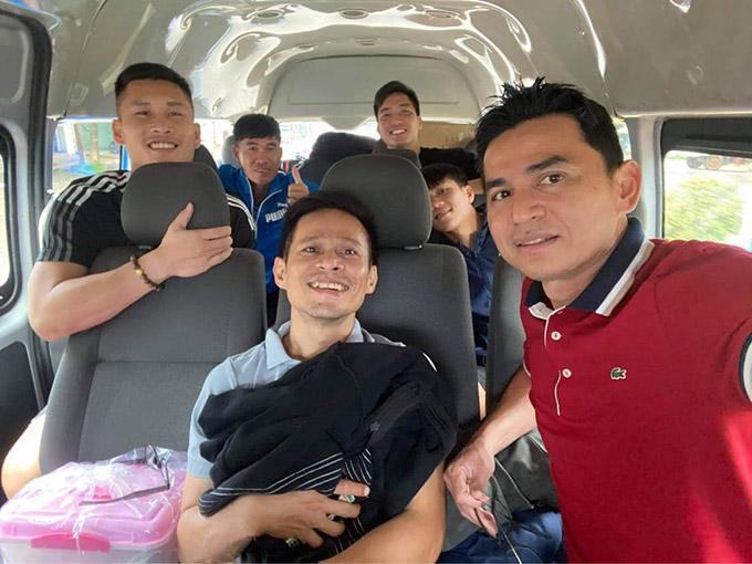 Kiatisuk di chuyển bằng ôtô ra Hà Nội để bay từ Nội Bài về Thái Lan. Ảnh: BW.