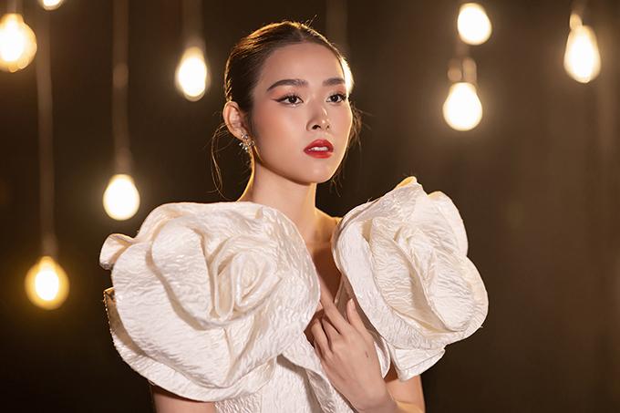Diệp Bảo Ngọc khoe giọng hát.