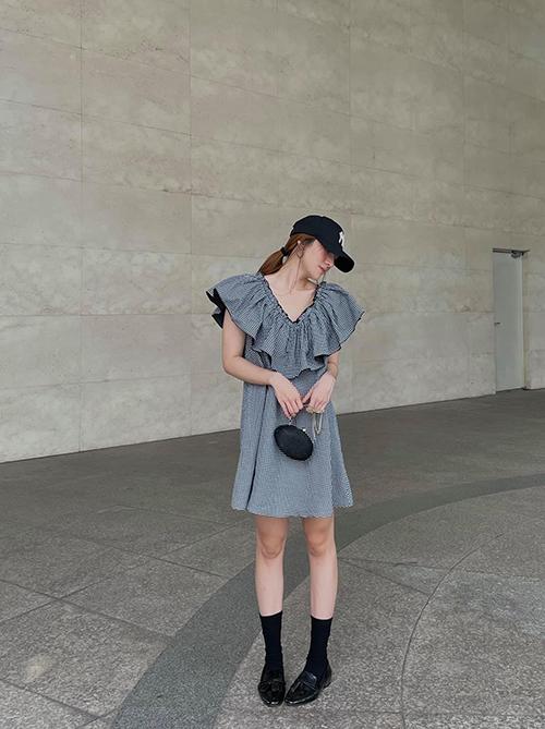 Từ việc tìm hiểu xu hướng mới và nắm bắt được sở thích của phái đẹp, Yến Nhi tự tin khi giới thiệu dòng thời trang ứng dụng do cô và chị gái của mình xây dựng.