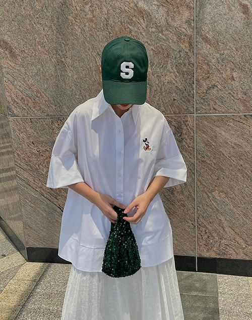 Diện những mẫu váy áo kiểu dáng đơn giản, nhưng Yến Trang và Yến Nhi luôn thể hiện sự mix-match khéo léo cùng phụ kiện để mang tới outfit bắt mắt.