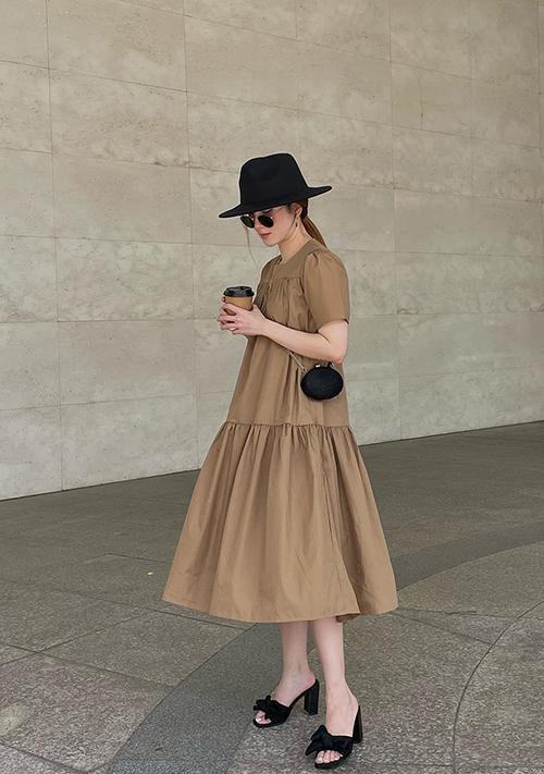 Thay vì các mẫu váy rộng thùng thình quen thuộc, Yến Nhi ưu tiên các kiểu váy được tạo phom tôn nét trẻ trung.