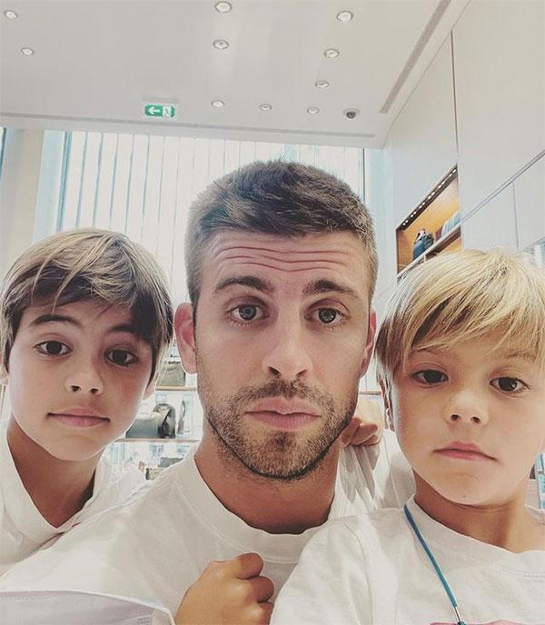 Pique và hai cậu con trai ngày một lớn. Ảnh: Instagram.