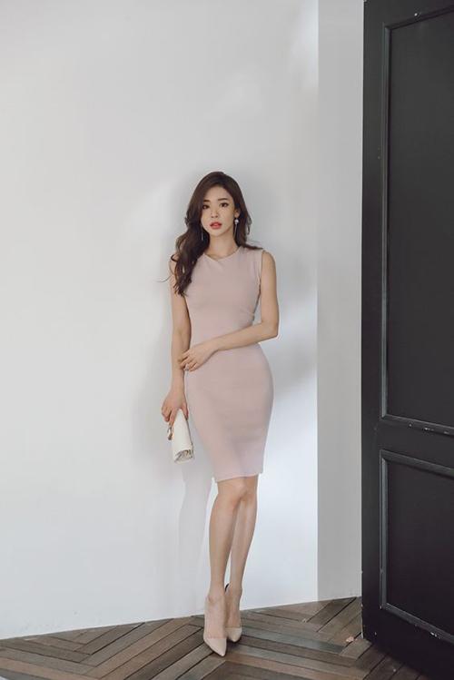 Sở hữu vóc dáng mảnh mai sẽ giúp phái đẹp dễ mặc đẹp váy ôm sát body. Nhưng nếu quá mảnh khảnh thì đây cũng không phải là trang phục giúp họ sexy hơn.