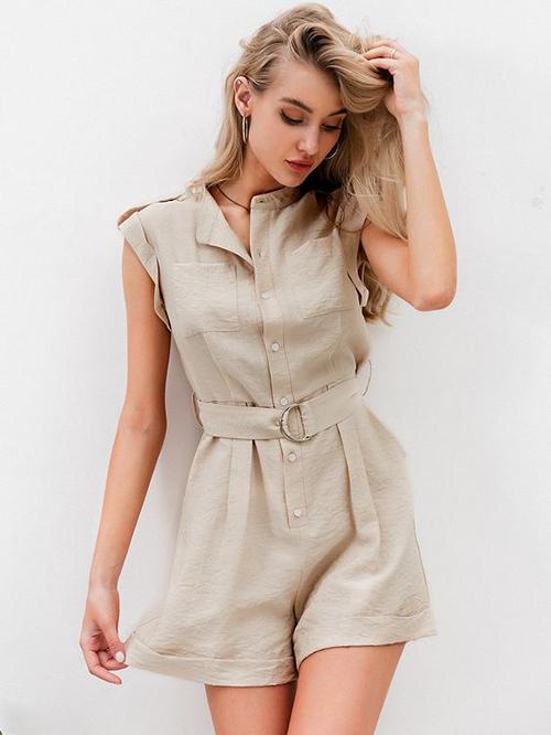 Trang phục áo liền quần, màu trung tính với những phom freesize phù hợp nhiều vóc dáng của bạn gái.