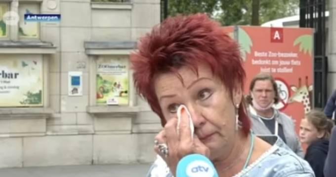 Bà Adie khóc khi chia sẻ về việc bà không được đến thăm Chita ở sở thú nữa. Ảnh: ATV