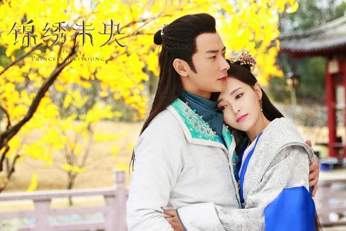 Đường Yên và La Tấn đóng chung nhiều phim. Khi series cổ trang Cẩm tú vị ương chiếu tập cuối, hai người cũng công khai thành một cặp. Họ kết hôn năm 2018 và đón con đầu lòng năm 2020.