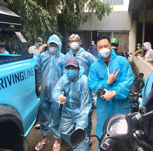 Lâm Vũ cùng bạn bè cứu trợ mùa dịch