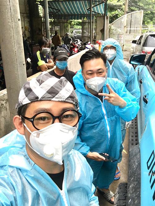 Lâm Vũ cùng bạn bè cứu trợ mùa dịch - 1