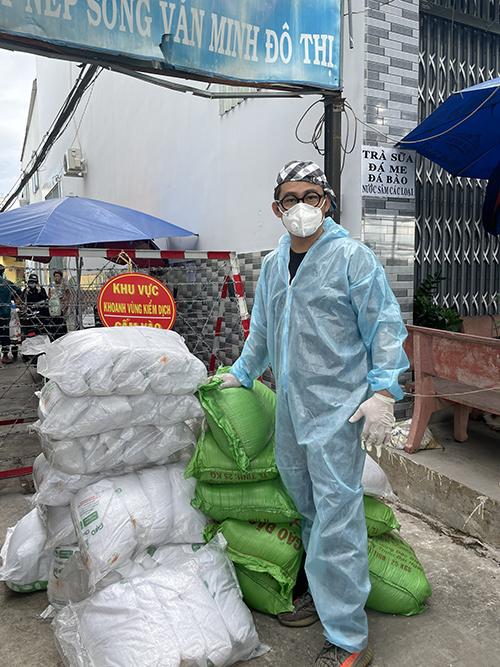 Lâm Vũ cùng bạn bè cứu trợ mùa dịch - 2