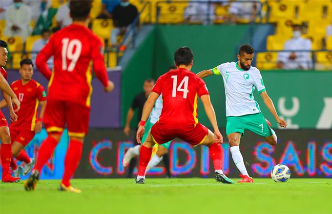 Saudi Arabia tạo ra sức ép rất lớn trong hiệp một nhưng không thể chọc thủng lưới tuyển Việt Nam. Ảnh: AFC