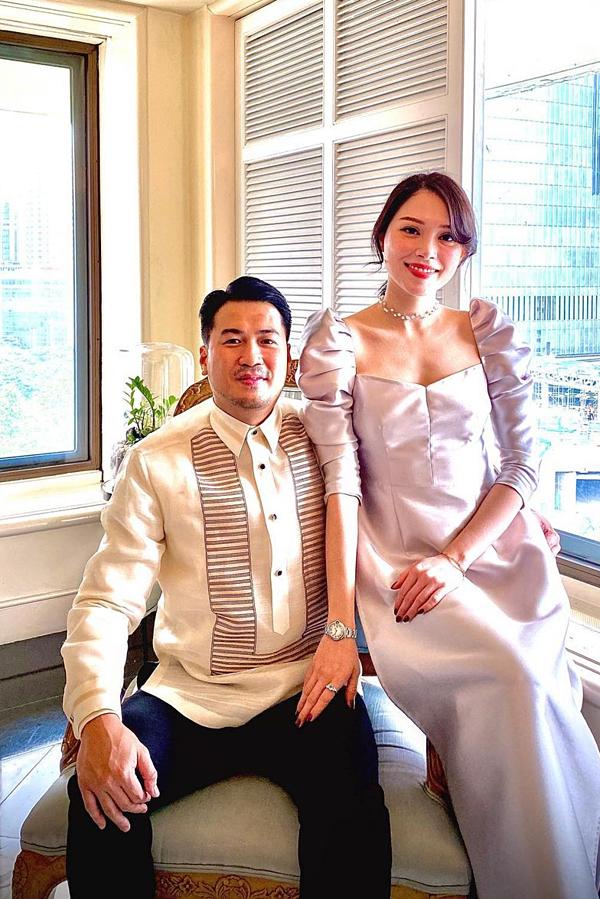Phillip Nguyễn sinh năm 1984, là con trai thứ ba của doanh nhân Johnathan Hạnh Nguyễn. Còn Linh Rin sinh năm 1993, là một người mẫu, diễn viên. Họ công khai yêu nhau hồi tháng 10/2019 và nhận được nhi