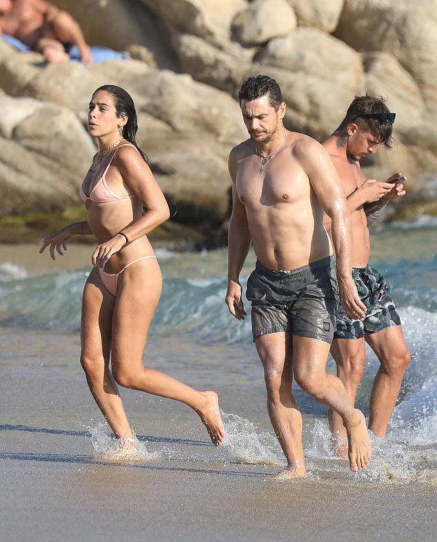 Bên bạn gái xinh đẹp, James Franco cũng giữ được phong độ ở tuổi trung niên. Những năm gần đây James tập trung vào công việc sản xuất phim hơn là đóng phim.