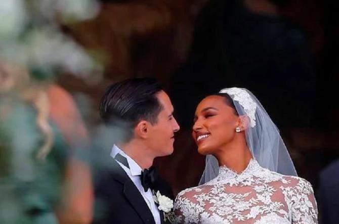 Jasmine Tookes và Juan David Borrero trong hôn lễ. Ảnh: Courtesy