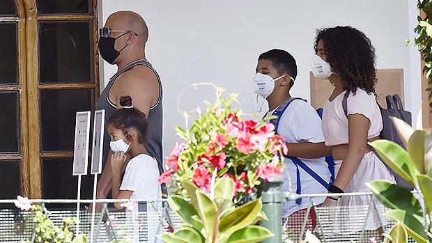 Gia đình nam diễn viên ở Venice dự show thời trang Dolce & Gabbana vào cuối tháng 8 trước khi đi nghỉ ở Portofino.
