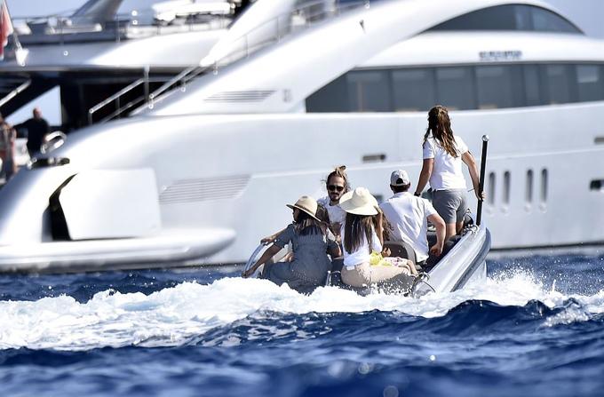 Vợ chồng Zoe Saldana đến dự liên hoan phim Venice vào giữa tuần trước và nán lại vài ngày để đi chơi với bạn bè.