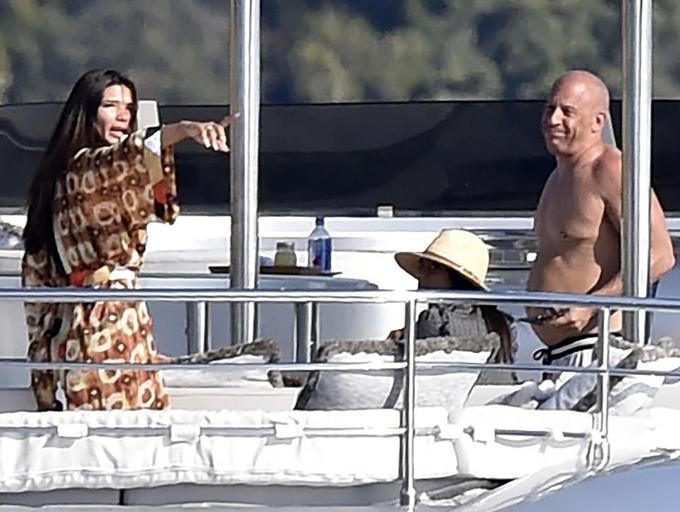 Những ngày nghỉ dưỡng thoải mái khiến vòng hai của ngôi sao phim hành động Hollywood phát tướng hơn. Tuy vậy Vin không bận tâm nhiều đến điều đó.
