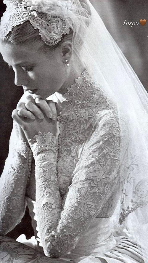 Cô dâu đăng ảnh cố Công nương Grace Kelly vào ngày cưới - nguồn cảm hứng cho lễ phục của cô vào ngày trọng đại.