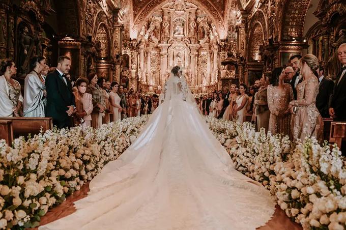Váy cưới dài 4 m của thiên thần nội y nhắc tới Grace Kelly (nháp) - 11
